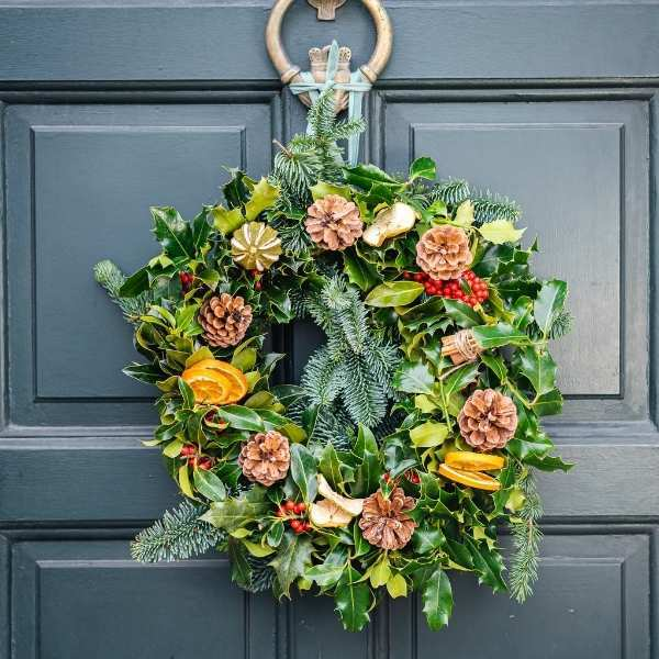Order christmas flowers and arrangement for delivery in Dublin